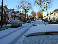 Sniegas su trimis šauktukais
