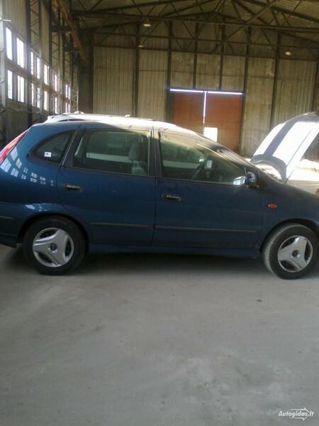 Nissan Almera Tino, 2001m.