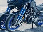 """""""Yamaha"""" pristatė pirmąjį pasaulyje pasvyrantį motociklą su dviem priekiniais ratais foto 2"""