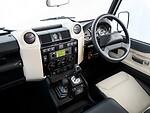 """Jubiliejaus proga išleistas kolekcinis """"Land Rover Defender Works V8"""" foto 4"""