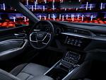"""""""Audi"""" atskleidė """"Audi e-tron"""" elektromobilio salono išvaizdą ir technologijas foto 3"""