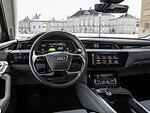 """""""Audi"""" atskleidė """"Audi e-tron"""" elektromobilio salono išvaizdą ir technologijas foto 4"""