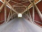 Pasaulyje vis dar yra gražiųjų dengtų tiltų, bet kodėl jie turi sienas ir stogus? foto 2
