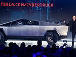 """Ir šito mes visi taip laukėme? Elonas pristatė elektrinį """"Cybertruck"""" pikapą: puikios specifikacijos, labai gera kaina, bet šokiruojantis dizainas nepaliko abejingų – akcijų krytis ir šėlstantys internautai foto 5"""