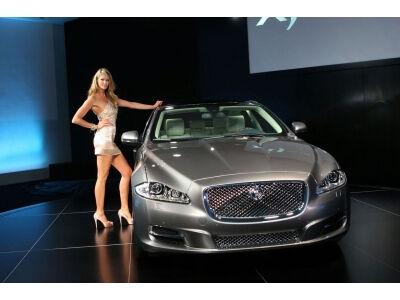 (ATNAUJINTA)Tyzerinė 2010 Jaguar XJ kampanija (video)