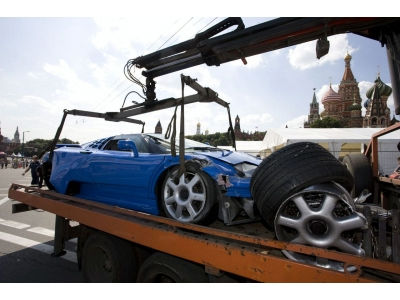 Bugatti EB110 – vėjais paleisti 2 milijonai dolerių (video)