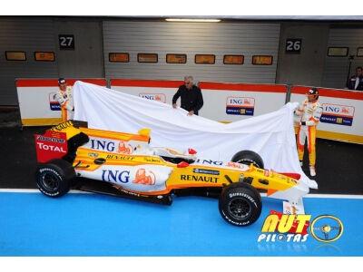 """""""ING Renault F1"""" komanda pristato naująjį bolidą R29"""