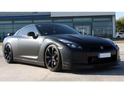 """Švelnius """"Nissan GT-R"""" bruožus pakeitė grėsmingi"""