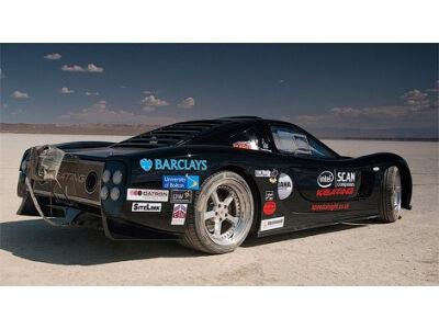 """Britai """"muš"""" rekordą su 1800 arklio galių super automobiliu"""