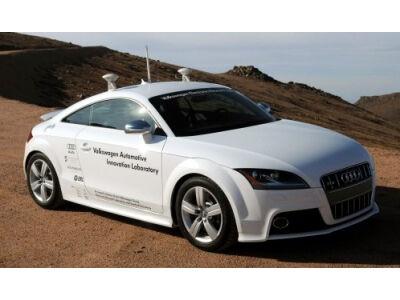 """""""Audi"""" sukūrė automobilį, kuriam nereikia vairuotojo"""