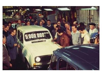 """""""Renault 4"""" švenčia 50-ties metų jubiliejų"""