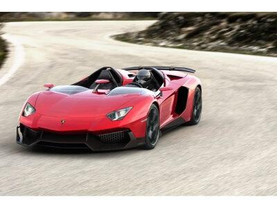 Lamborghini Aventador J: bestogė, belangė greituolė