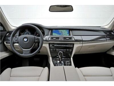 """Pasirodė atnaujintas """"BMW"""" 7 serijos sedanas"""