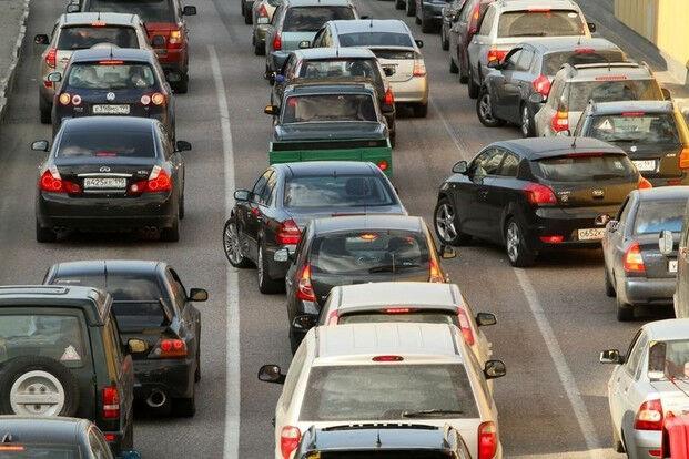 Maždaug kas dešimtas vairuotojas spūstyse ne laukia, o įžūliai lenda