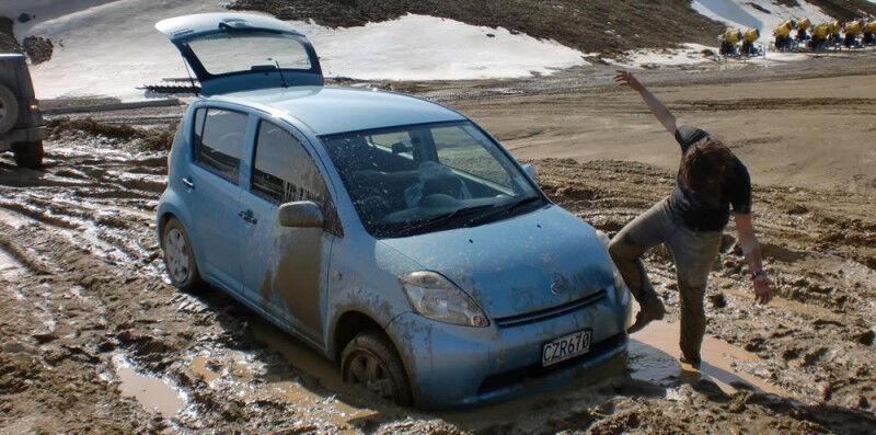 Automobilis įklimpo – ką daryti?