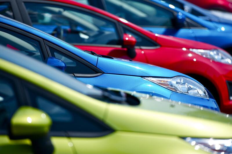Ar lietuviai gali įpirkti naują automobilį?