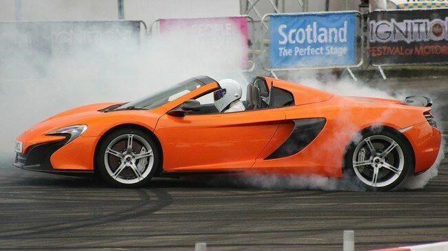 Kokie automobiliai yra geresni - priekiniais, galiniais ar visais keturiais ratais varomi? Neslopstantis ginčas ir štai ką sako ekspertai