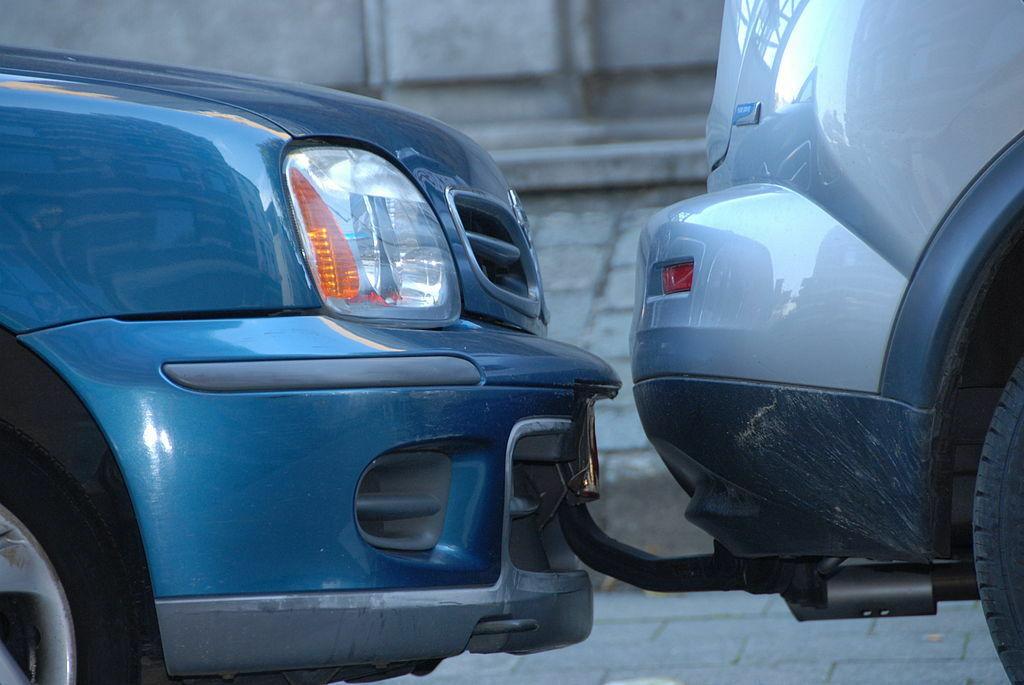 Kaip elgtis, jei kelyje susidūrėte su neapdraustu automobiliu? Patarimas tik vienas ir taip daryti būtina, jei nenorite nuostolių