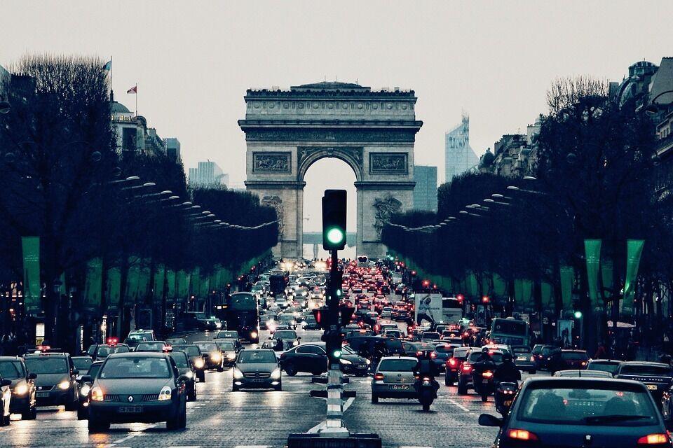 Prancūzija nusprendė imtis itin plataus dyzelinių automobilių draudimo: pasekmes pajus visi, net ir lietuviai.