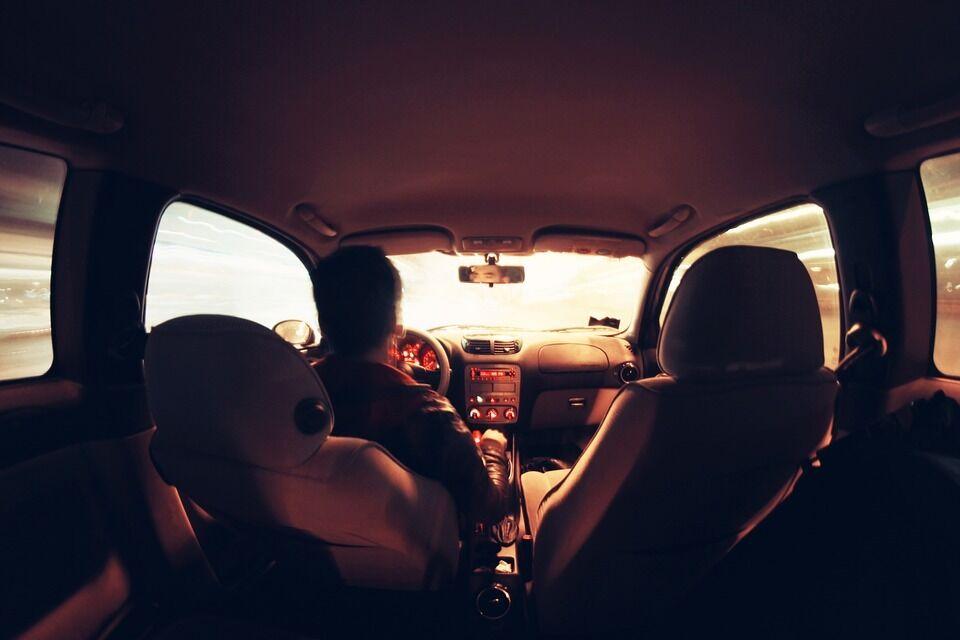 B. Vanagas detaliai paaiškino, kaip iš tikro reikia sėdėti automobilyje - svarbiausia visai ne patogumas