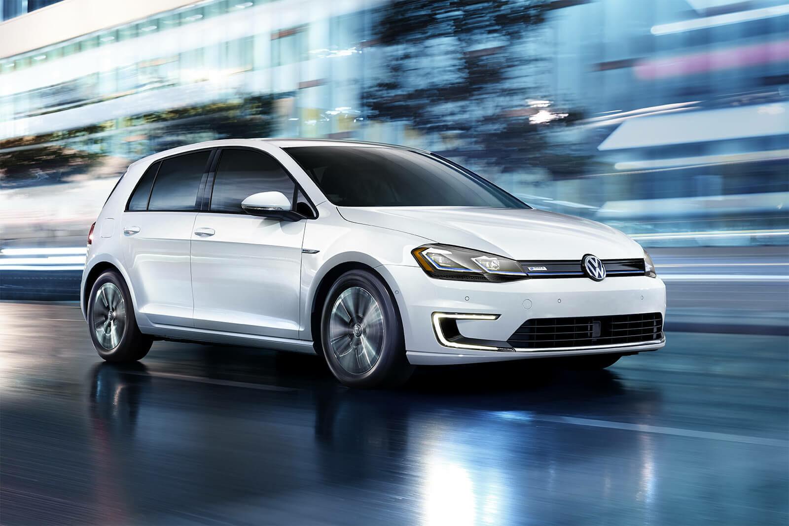 """Vidaus degimo varikli, viso gero - """"Volkswagen"""" paskelbė nuo kada gamins tik elektromobilius"""
