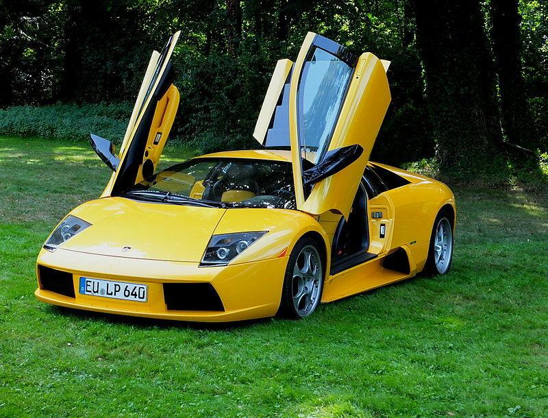 """Superautomobiliai turi savų keistenybių - """"Lamborghini Murciélago"""" sėdynės yra geras pavyzdys"""