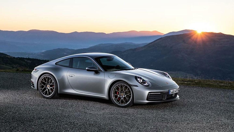 """Naujasis """"Porsche 911"""" pats kovos su akvaplanavimu - kaip tai bus pasiekta?"""