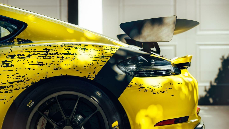 """""""Porsche"""" spoilerius ir dureles pradėjo gaminti iš keistos medžiagos - ar laikas auginti konkurentą anglies pluoštui?"""