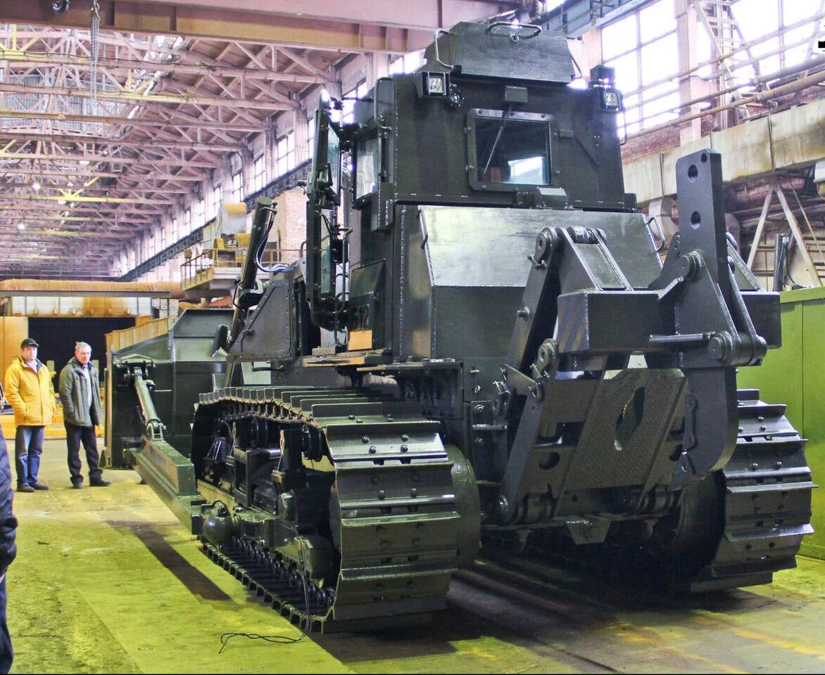 Čeliabinsko traktorių gamykla ėmė gaminti šarvuotus traktorius, bet kas juos pirks?
