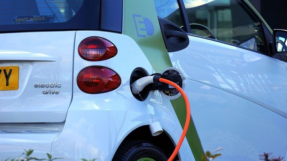 Lietuvos tikslas - 120 tūkst. elektromobilių: štai ką sugalvojo ministerija ir kodėl tai gali nepavykti