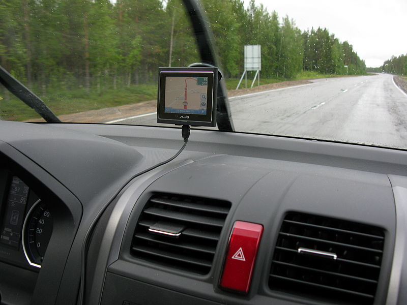 Kuria tokią GPS navigaciją, kaip iš fantastinių filmų: sudėjus žmogaus ir dirbtinį intelektą vairuotojai įgytų kone antžmogiškų savybių