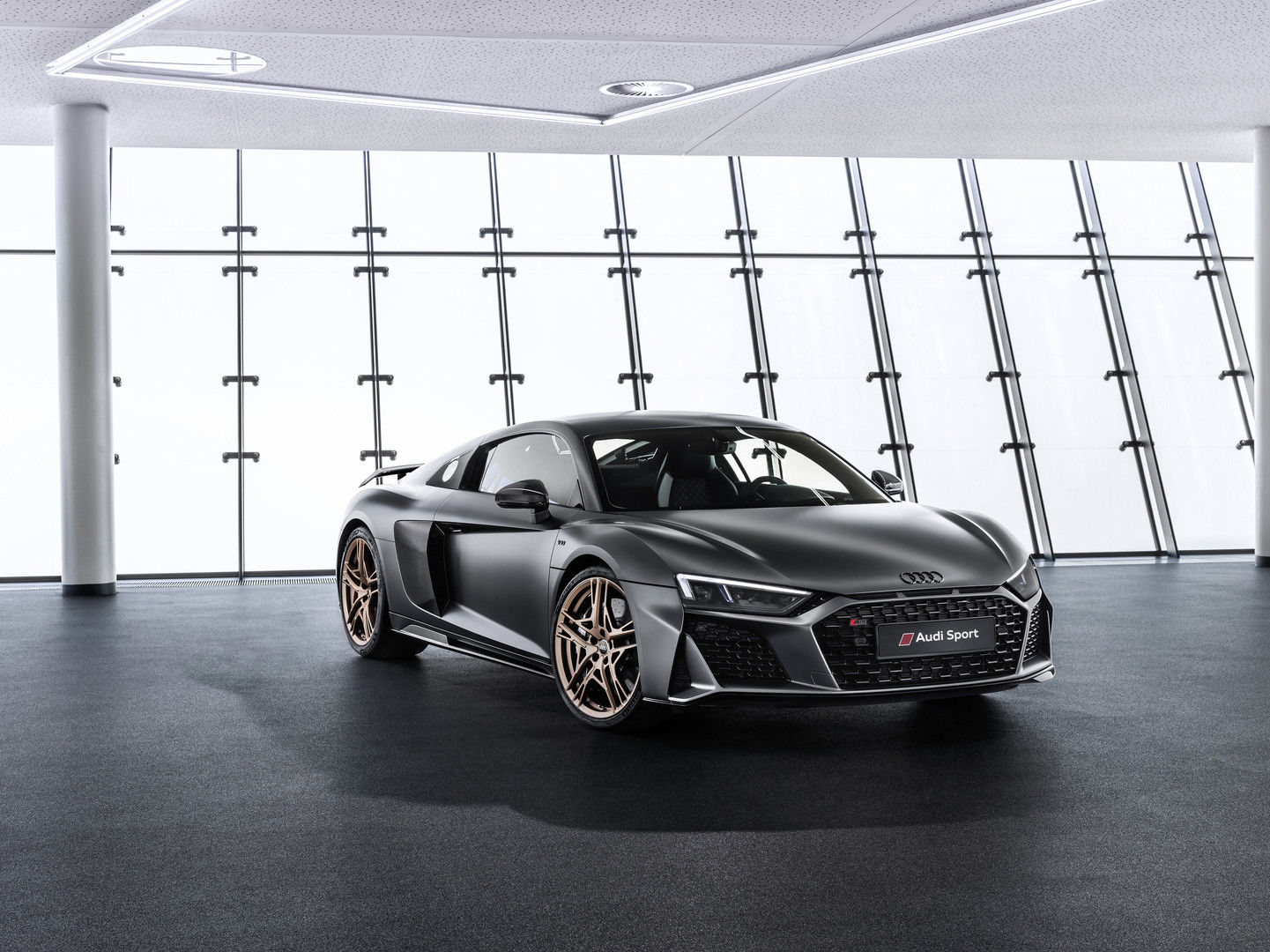 """Audi"" švenčia ypatingą sukaktį ir ta proga pristato ""R8 V10 Decennium"""