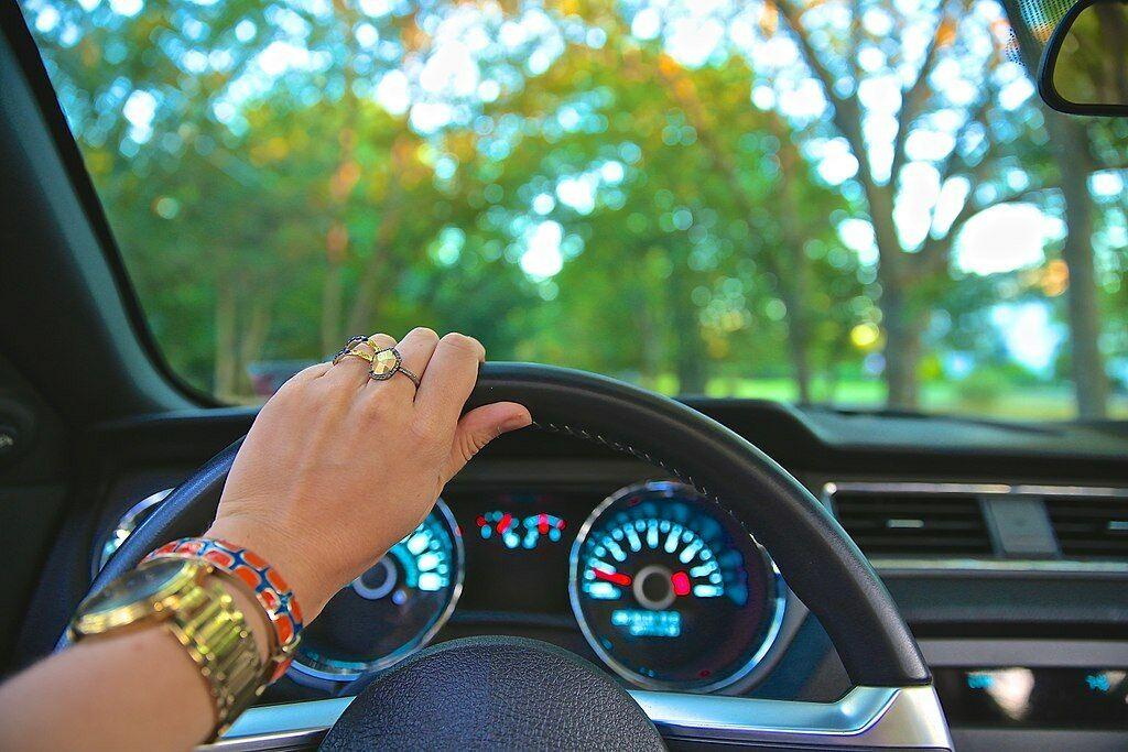 Ar reikės mokėti vairuoti, kai automobiliai galės važinėti autonomiškai? O gal vairavimo įgūdžių dienos jau suskaičiuotos?