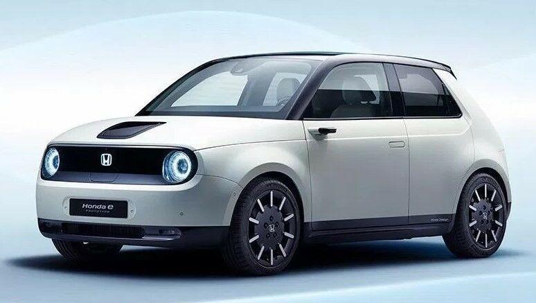 """O štai kokį elektromobilį sukūrė """"Honda"""": mažytis, bet jausitės kaip namuose – jaukus, su medžio imitacija ir net """"feng shui"""""""