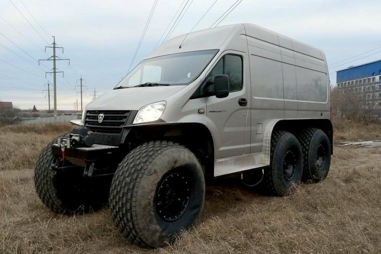 """Iš paprasto furgono rusai sukūrė bekelės monstrą - kaip """"Gazelle Next"""" virto įspūdingu visureigiu"""