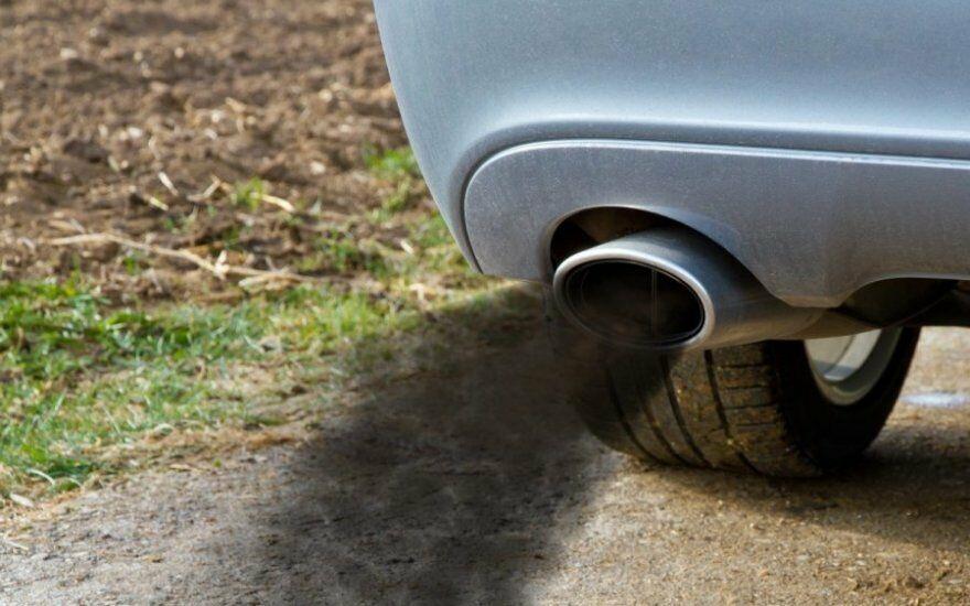 ADAC skelbia įdomius duomenis: tyrimas rodo, kad benzininiai automobiliai dabar jau teršia labiau nei dyzeliniai
