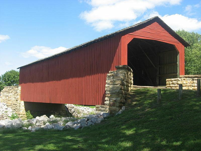 Pasaulyje vis dar yra gražiųjų dengtų tiltų, bet kodėl jie turi sienas ir stogus?