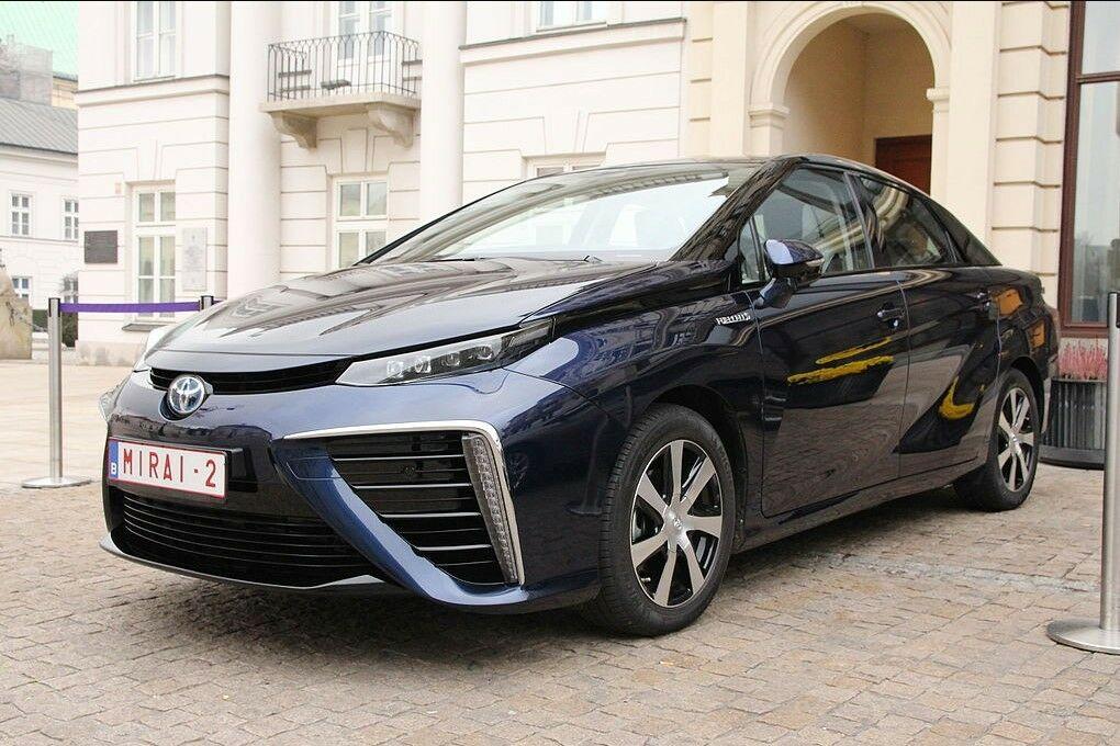 Mokslininkai išsprendė vandenilinių automobilių problemą - jie gali pakeisti hibridus