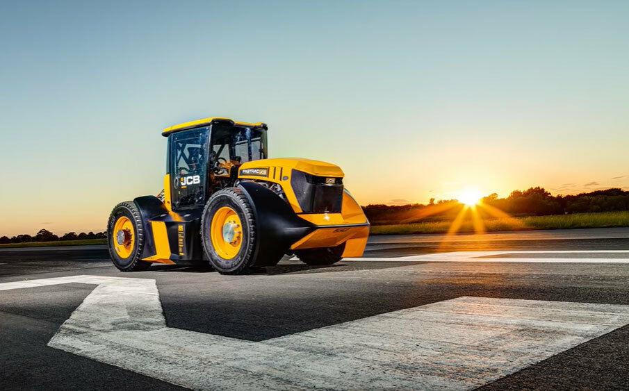 """Susipažinkite, tai - greičiausias pasaulio traktorius, prie kurio prisidėjo ir """"Williams"""" komandos inžinieriai"""
