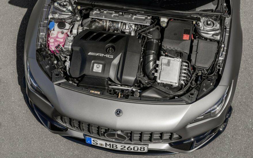 """""""Mercedes-AMG"""" sukūrė galingiausią 4 cilindrų variklį pasaulyje – siekia net 421 AG"""