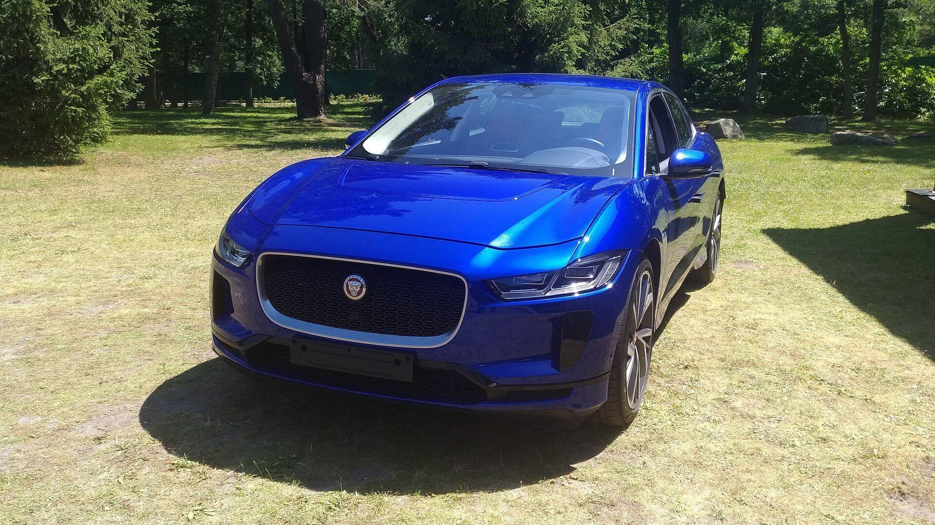 """""""Jaguar Land Rover"""" šiuo metu patiria milijardinius nuostolius, bet ruošia tokius elektromobilius, kokių neturės net """"Tesla"""": kas nutiko šiai kompanijai ir kaip ji ketina išgyventi"""