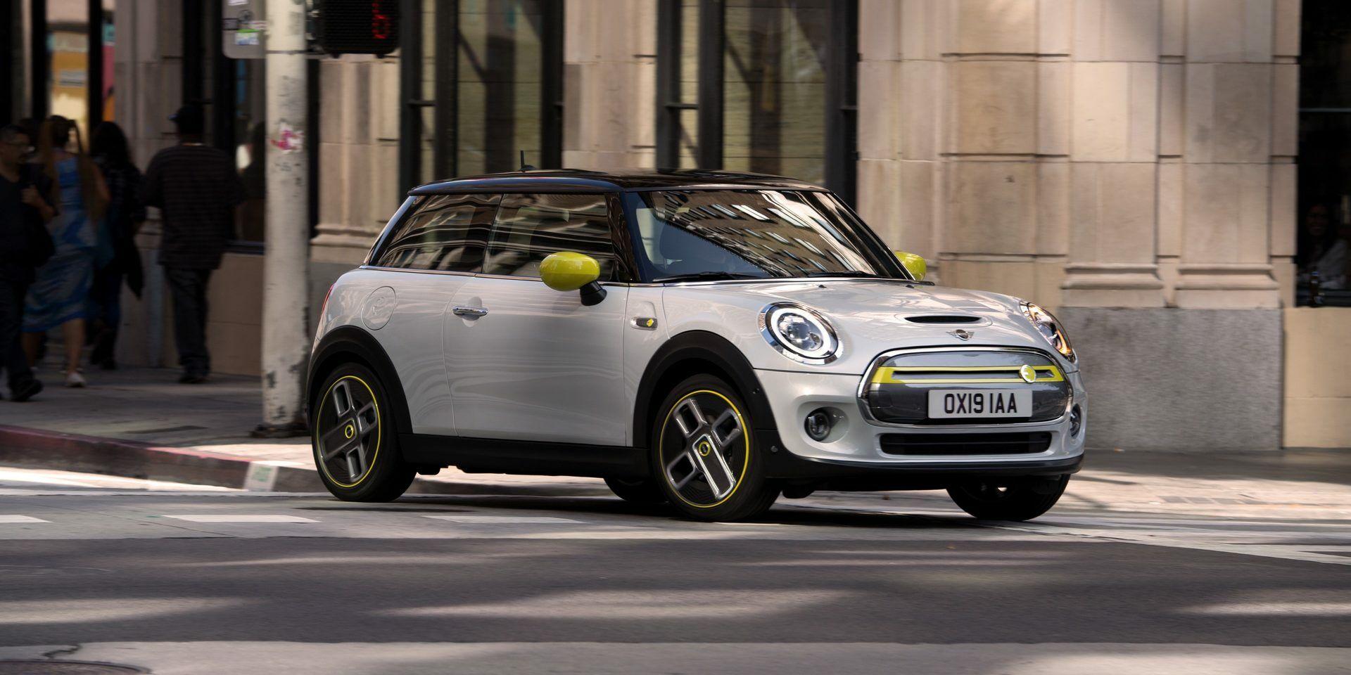 """Naujasis """"BMW"""" elektromobilis pataikė į pirkėjų poreikius? Skelbiama apie dešimtis tūkstančių """"Mini Cooper SE"""" rezervacijų"""