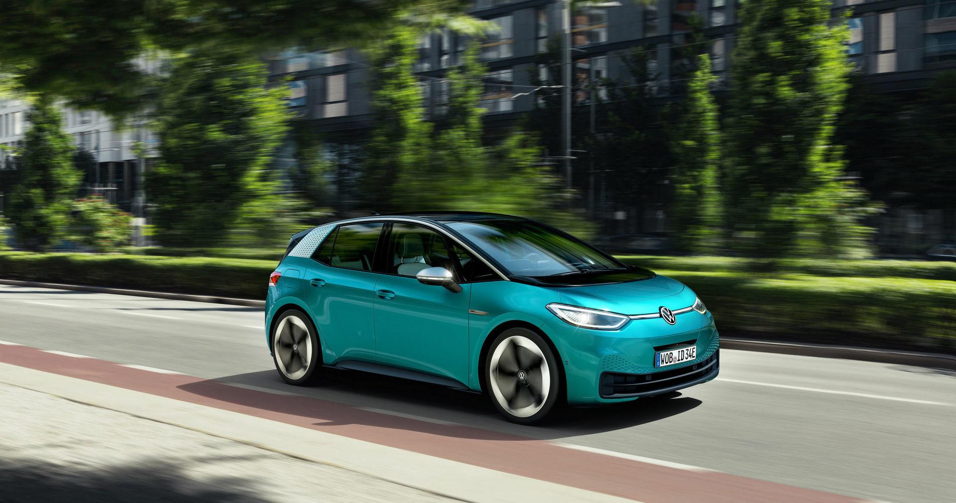 """""""Volkswagen"""" pasauliui parodė naująjį savo šedevrą ir būsimą kompanijos veidą - ID.3 taps šeimos elektromobiliu kiekvienam?"""