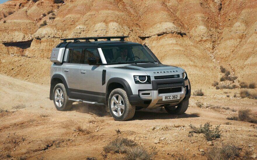 """Frankfurto automobilių parodoje pirmą kartą parodytas naujos kartos """"Land Rover Defender"""": pati tvirčiausią koncerno istorijoje važiuoklė - net tris kartus atsparesnė sukimui nei tradicinė rėminė"""