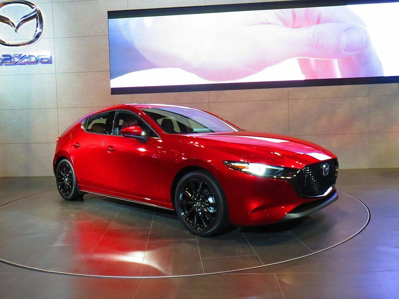 """""""Mazda"""" ragina valstybes atsipeikėti - jau kitais metais """"Mazda"""" pristatys naują itin pažangų dyzelinį variklį"""