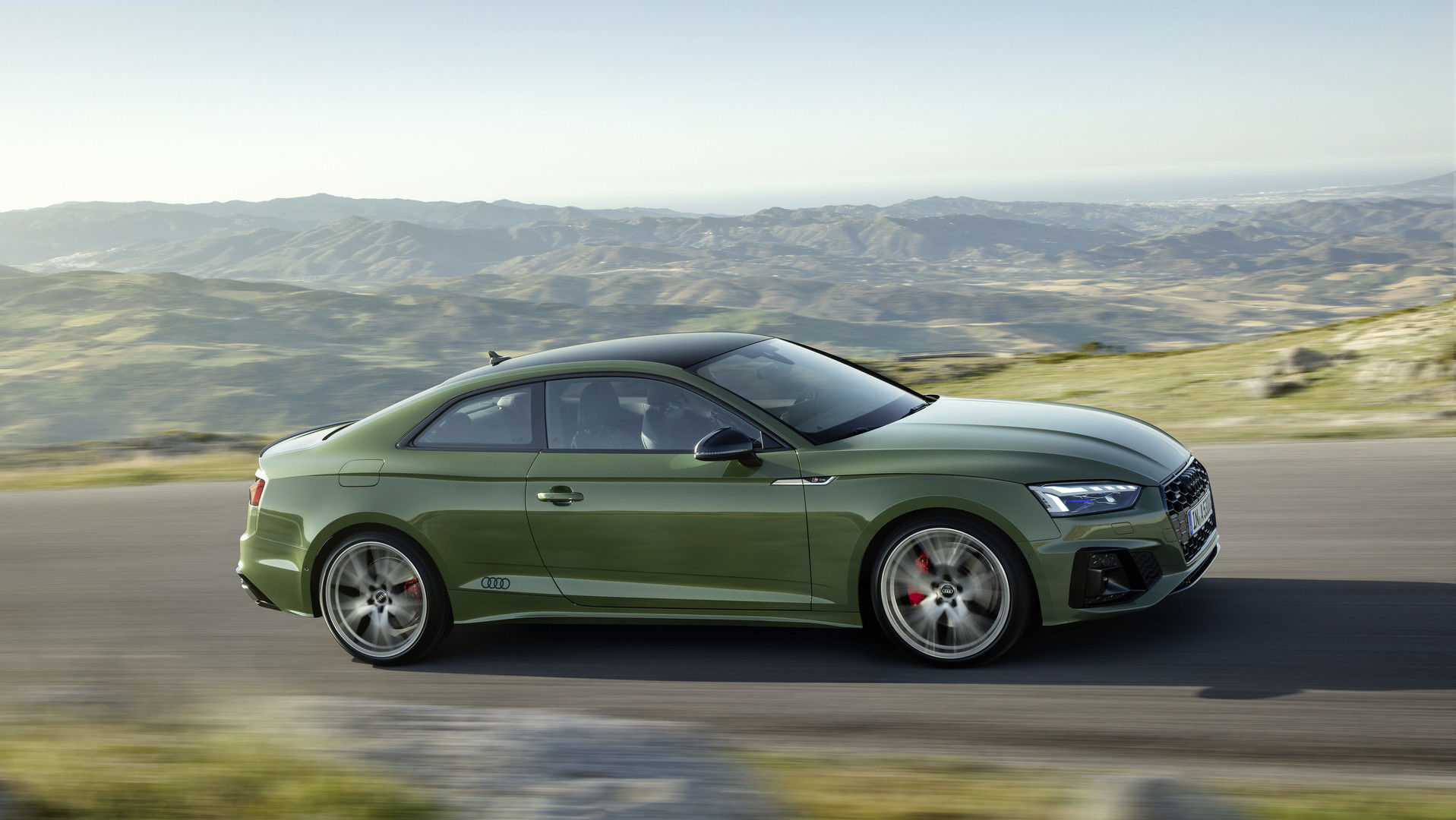 """""""Audi"""" pradėjo naudoti ypatingą automobilių dažymo būdą - jokio nutekėjimo, maskavimo ir dažų švaistymo"""