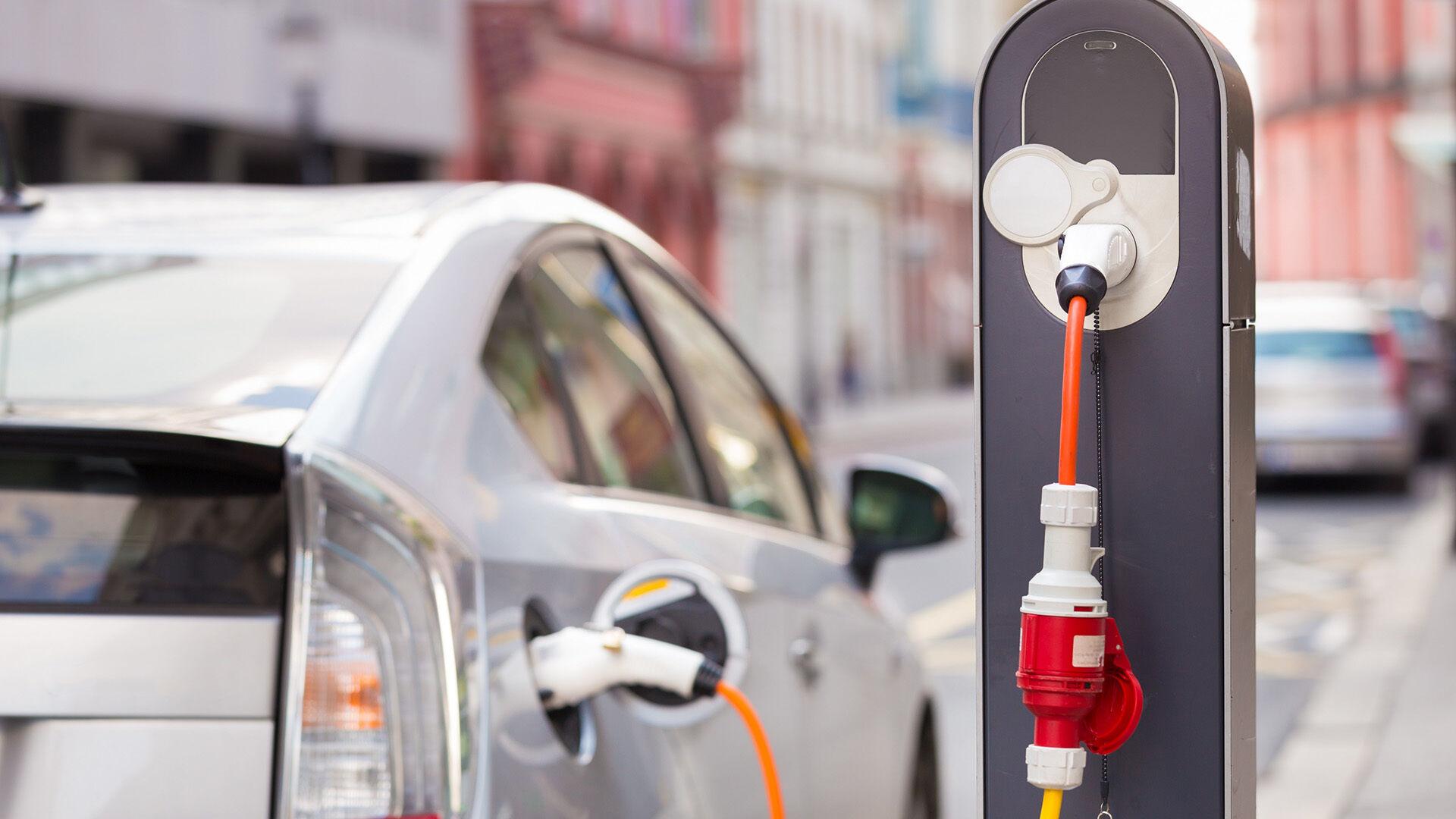 Precedento neturintis planas - Europa jau kitąmet planuoja sumušti visus elektrinių automobilių pardavimo rekordus: kaip Lietuva prisijungs prie šių lenktynių?