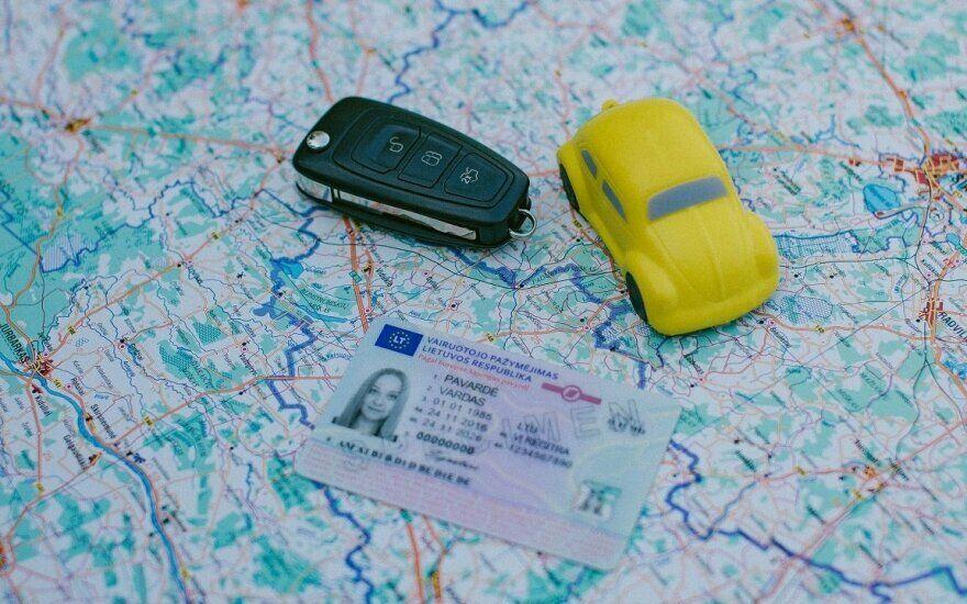 """""""Regitra"""" pradeda išdavinėti tarptautinius pažymėjimus: kaip užsakyti, kam ir kada to reikia?"""