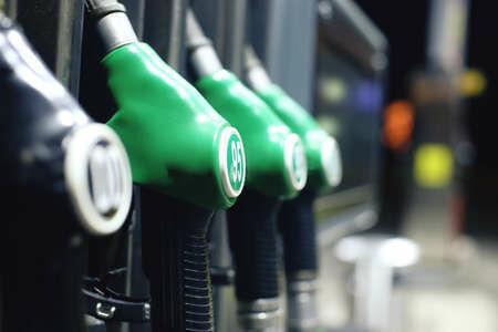 Inžinierius paaiškino, kokį benziną geriau pilti žiemą: padarius klaidą galima sugadinti variklį