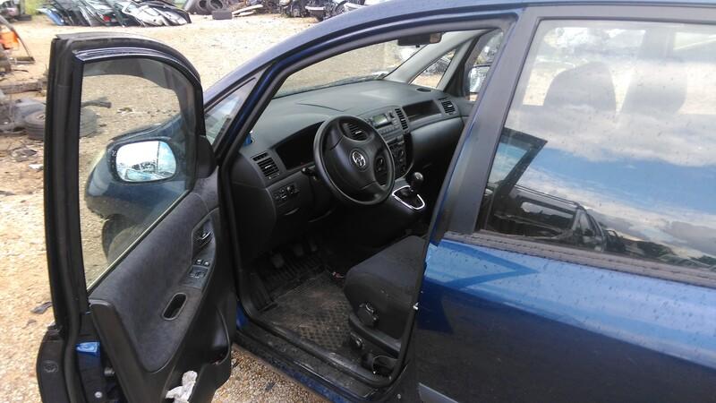 Toyota Corolla Verso 2002 y. parts